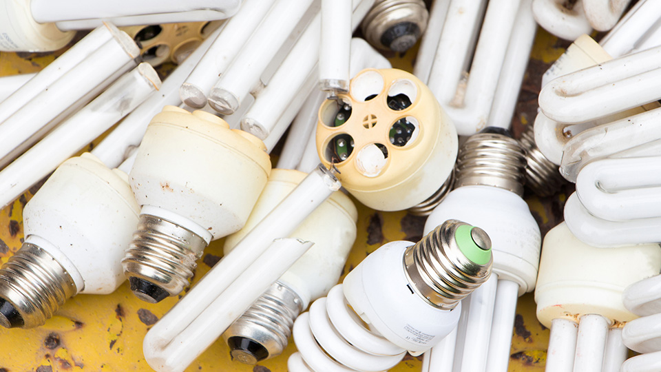 How to dispose of light bulbs with mercury