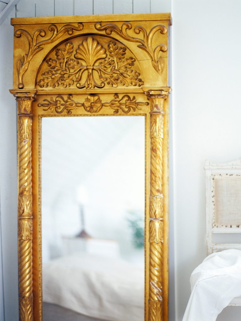 How to use mirrors to create more space